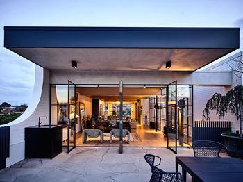 Индустриальная роскошь: стильный лофт в Мельбурне