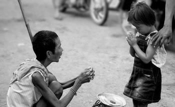 Милостыня - это... Подать милостыню в церкви - особенности