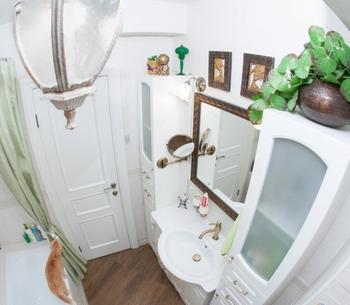 Ванная комната с органичным интерьером
