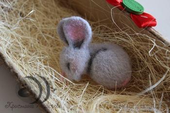Валяем уютную брошь «Спящий мышонок»
