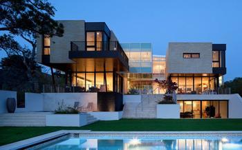 Роскошный современный дом площадью более 1000 квадратных метров