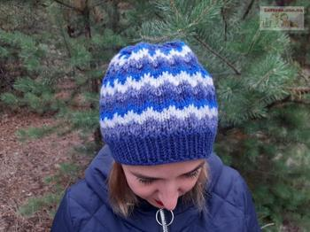 Женская шапка узором «Ленивый жаккард»