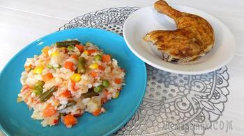 Курица приготовленная в духовке целиком с гарниром из овощей и риса