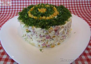 Салат с копченой колбасой и кукурузой
