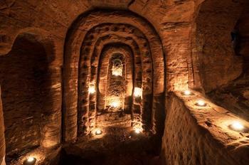 Обычная кроличья нора привела в таинственную пещеру, которая могла быть храмом тамплиеров