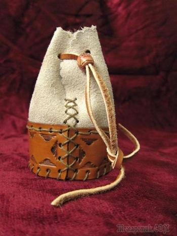Замшевый мешочек с кожаной вставкой и тиснением