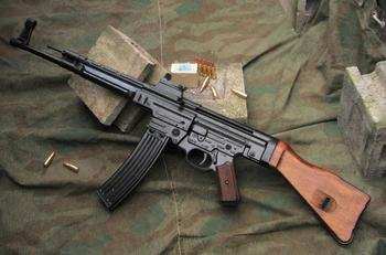 Чудо-оружие Рейха: штурмовая винтовка StG 44 (криволинейный ствол и ИК-прицел)