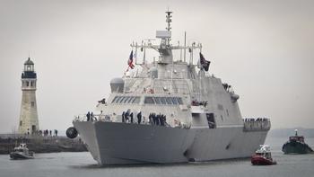 Новейший корабль ВМС США застрял