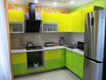 Кухня: много света и ярких красок