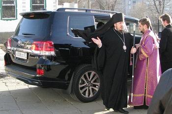 «Иисус Христос тоже носил дорогие одежды» — так объяснили в РПЦ покупку джипа за 6 млн рублей