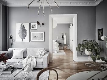 Воздушный серый интерьер двухкомнатной квартиры (63 кв. м)