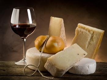 Вкусная диета: сыр и вино