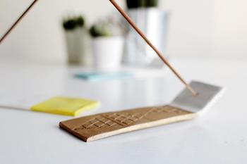Как сделать подставку для ароматических палочек