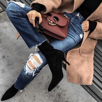 20 идей как стильно носить рваные джинсы осенью 2019