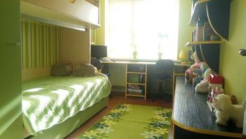 Детская: бывшая мальчуковая комната для двух девочек