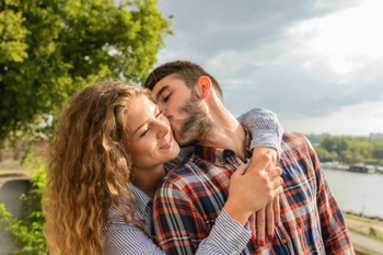 Любовный гороскоп на неделю 25-31 мая: Девам не стоит слушать чужие советы