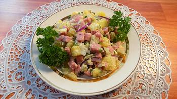 Салат с картошкой и солеными огурцами. Видео рецепт