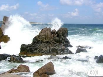 Болгарское побережье Черного моря 54. Созополь - скалы, волны, небо