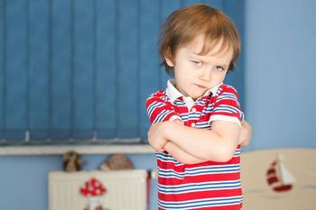 Ребенок дерется и кусается: 5 советов как пережить кризис 3 лет