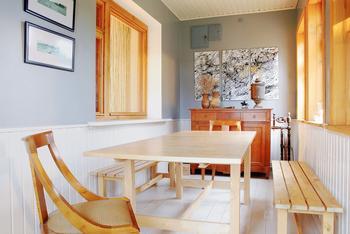 Дача с теплой верандой и кухней под лестницей