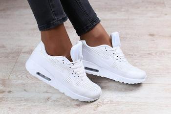 Как чистить и ухаживать за белыми кроссовками?
