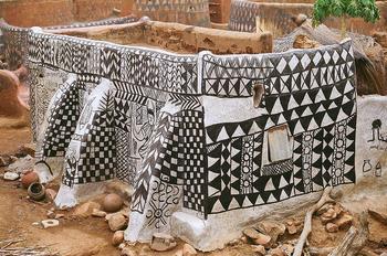 Тьебель: уникальная деревня, где каждый дом — настоящее произведение искусства