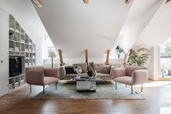 Просторная квартира с небольшой террасой на последнем этаже в Стокгольме