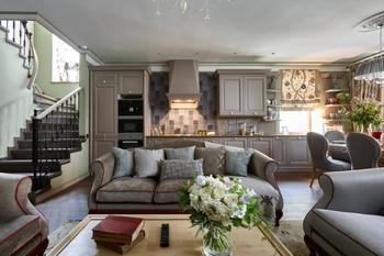 Дом с мебелью в стиле прованс и старинной буржуйкой