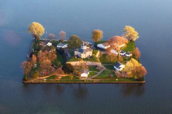 10 самых миниатюрных населенных островов мира