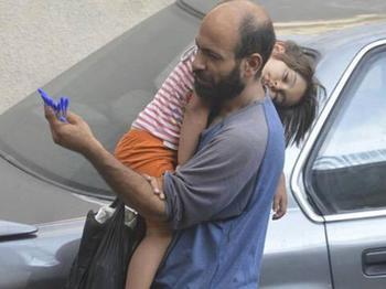 Беженец продавал шариковые ручки, пока не стал героем одного фото...
