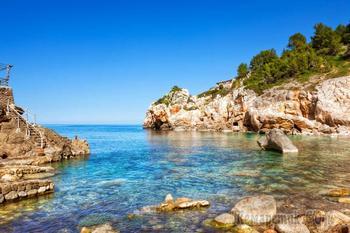 Чудо-остров, чудо-остров, жить на нём легко и просто....