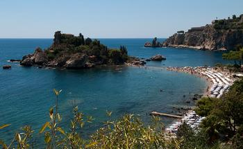 Самые красивые пляжи Сицилии: очаровательные места, где море встречает сушу