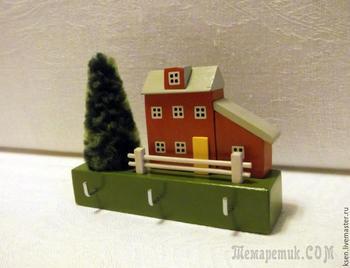 Как сделать уютную настенную ключницу в виде домика