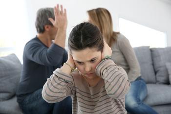 Почему нельзя ругаться при детях. Мнение психолога