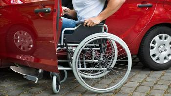 """ПДД, знак """"Инвалид"""": особенности, правила и действие"""