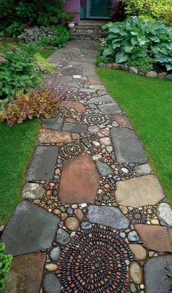 Интересные идеи каменных дорожек в саду