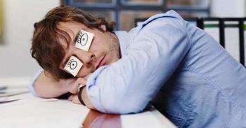 Эксперты по нарушениям сна рассказали, что они делают, когда не могут уснуть
