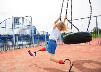 7-летняя девочка с ампутированными ногами стала моделью известного бренда одежды