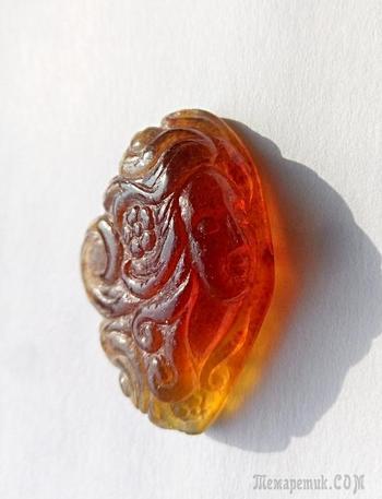 "Камея ""Рассвет"", янтарь индонезийский (копал), 25 х 37 мм."