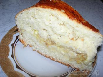 Дрожжевой пирог с начинкой из капусты.