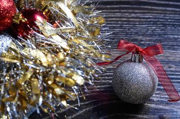 Елочная игрушка из фольги на Новый год: поделка за 5 минут