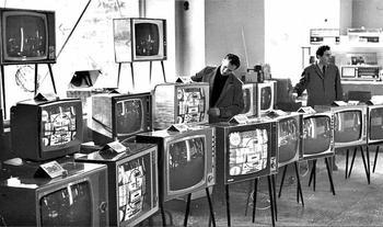 Почему корпус советских телевизоров был из дерева, а не из пластика