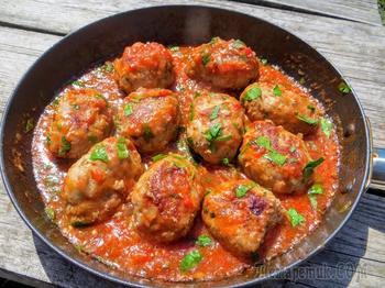 Ароматные фрикадельки в остром соусе (обед за 30 минут)