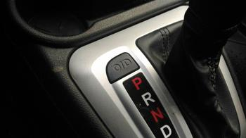 Для чего раньше в машинах была нужна кнопка «Овердрайв», и почему сейчас ее не найти