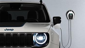 Гибриды Jeep Renegade 4xe и Compass 4xe дюбютировали в Европе