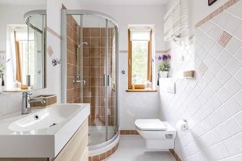 Лайфхаки для ванной: 10 классных идей как хранить вещи в маленькой комнате