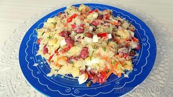 Овощной салат из квашеной капусты с фасолью