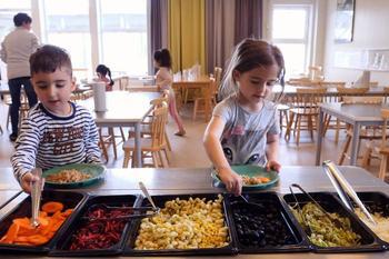 Как воспитывают детей в Швеции: равенство, права и гендер