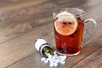 Почему таблетки нельзя запивать чаем? Нездоровое сочетание