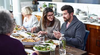 3 упражнения, чтобы исправить отношения с семьей и друзьями